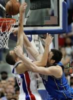Tayshaun Prince blocks a last second shot by Hedo Turkoglu.jpg