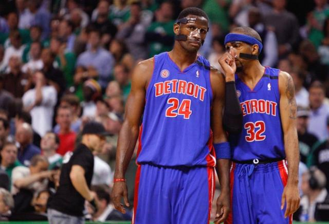 The Masked Men McDyess and Richard Hamilton have a chat.jpg