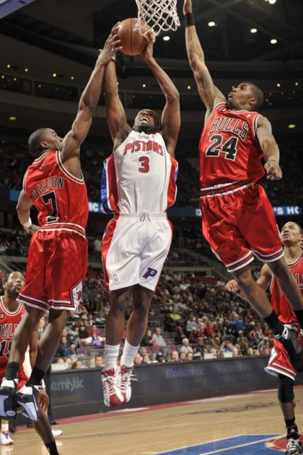 Rodney Stuckey puts up a shot inside against Chicago.jpg