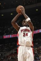 Antonio McDyess shoots a jumper.jpg