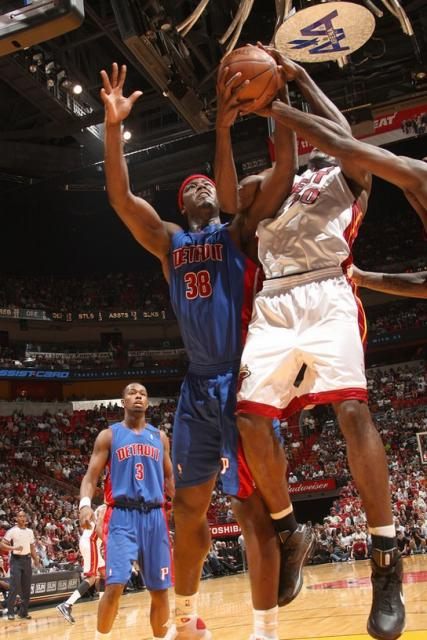 Kwame Brown fights for the rebound against Miami.jpg