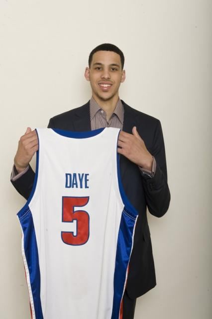 Austin Daye holds his Piston jersey.jpg