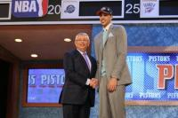 Austin Daye shakes hands with David Stern.jpg