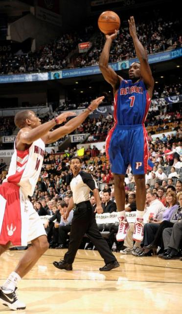 Ben Gordon elevates and shoots over Demar Derozan.JPG