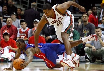 Ben Gordon dives on the ground for the ball.JPG