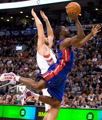 Ben Gordon tries to get the and-1 against the Raptors.JPG